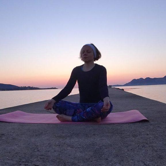 yoga martina meditation 1024x577.jpg
