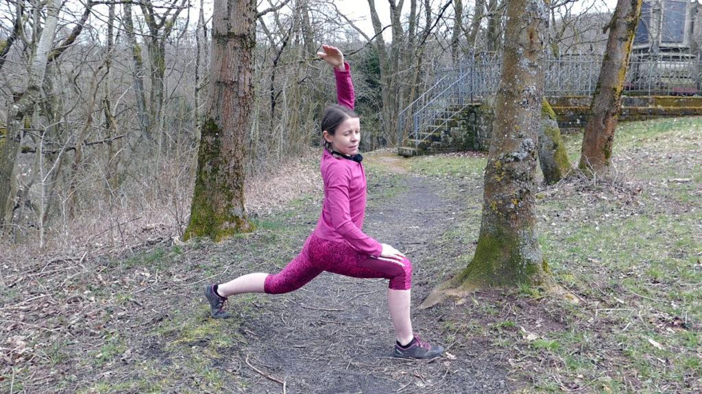 Dehnen Laufen Yoga Deep Lunge mit Seitneige