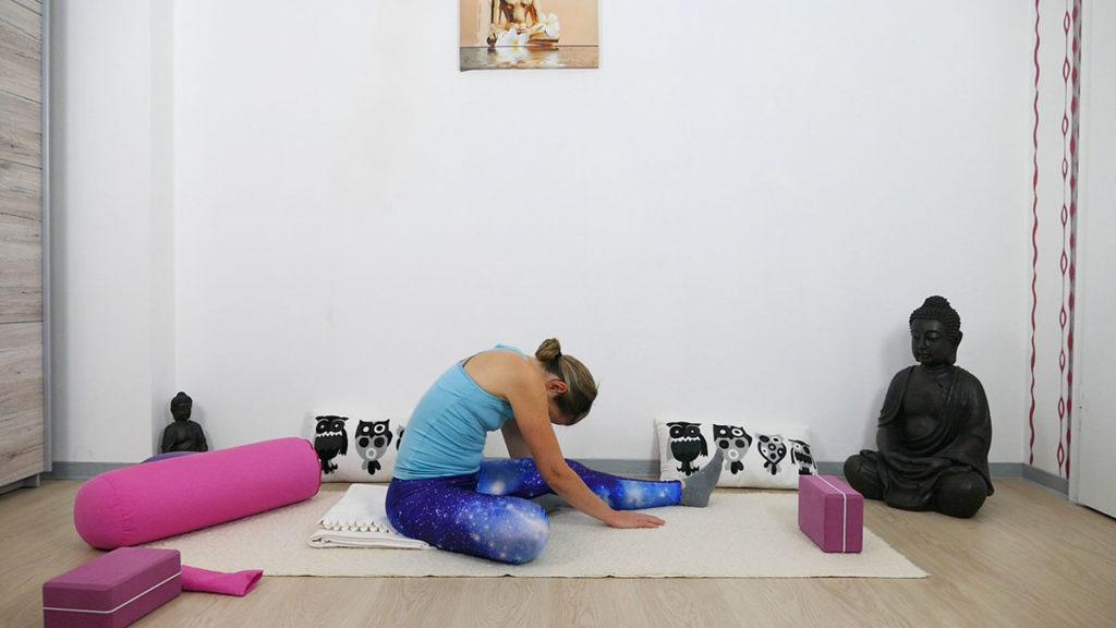 Yin Yoga für besseren Schlaf - Halber Schmetterling
