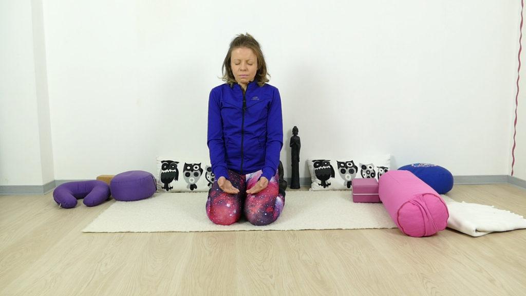 Sahasrara – Kronenchakra: sitzende Meditation