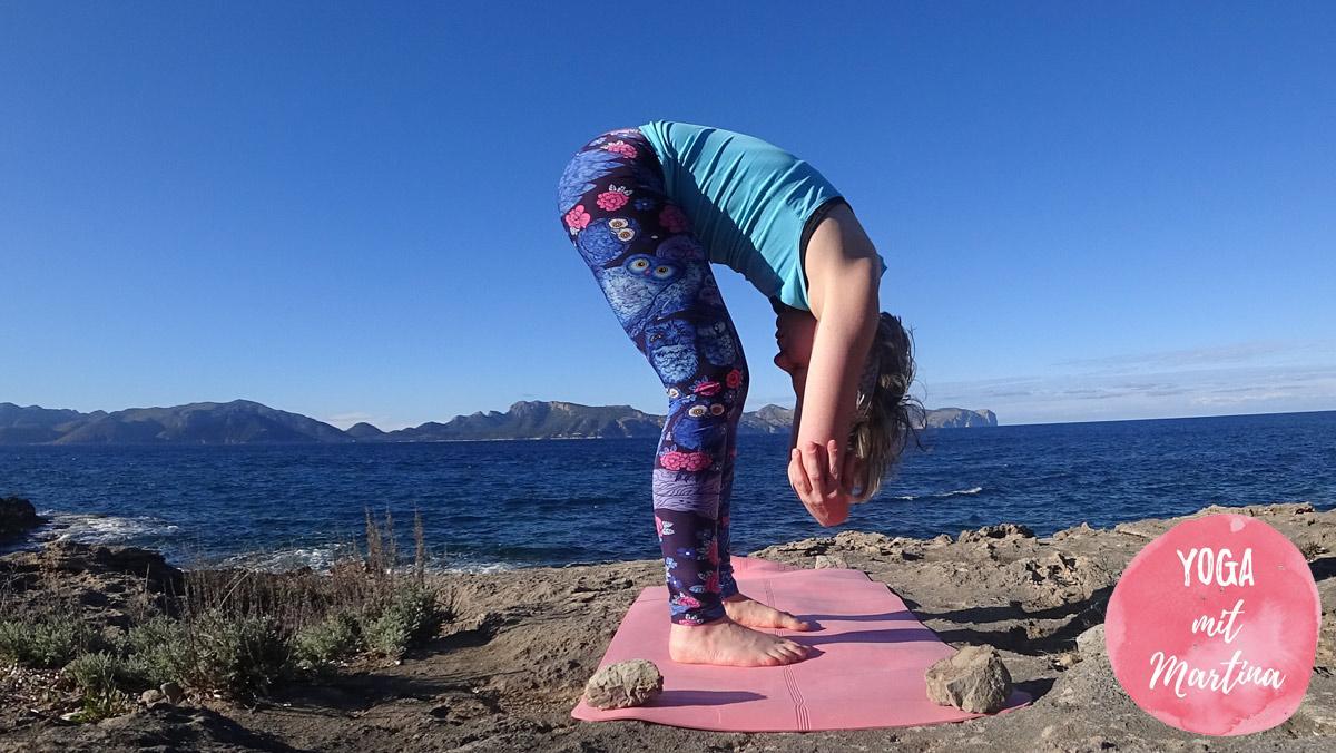 Yin Yoga Dangling Pose / stehende Vorbeuge