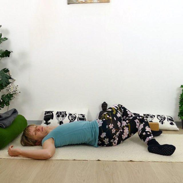 Yin Yoga Holz Twist