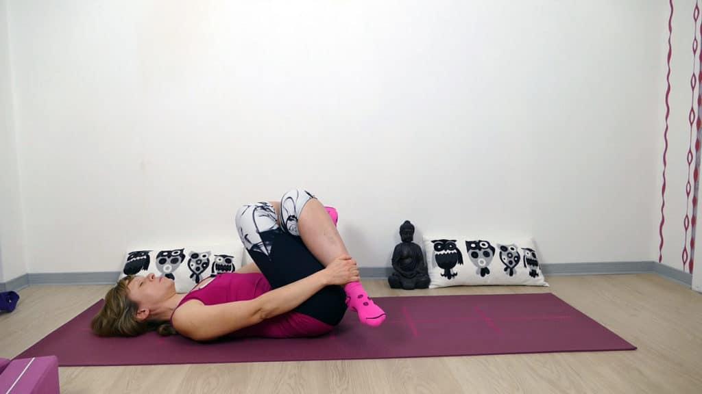 Yin Yoga Läufer Hüftöffnung liegender Schnürsenkel