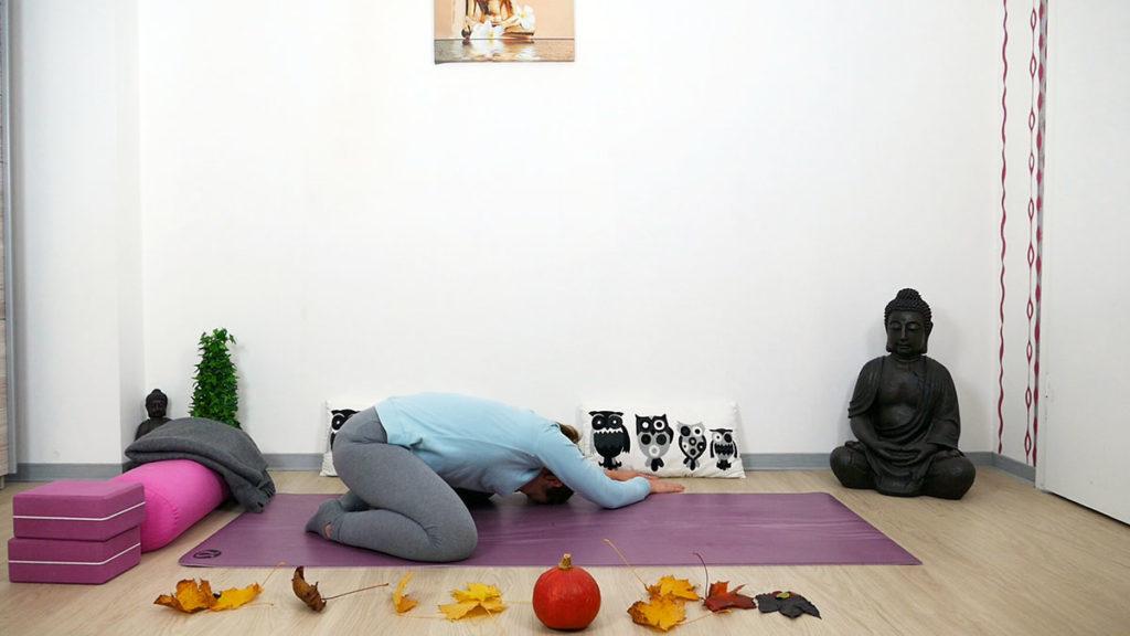 Yin Yoga Kleiner Frosch mit Seitdehnung links