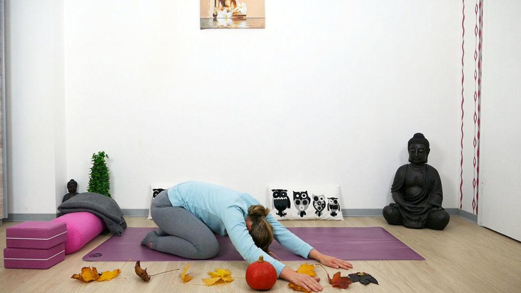 Yin Yoga Kleiner Frosch mit Seitdehnung rechts