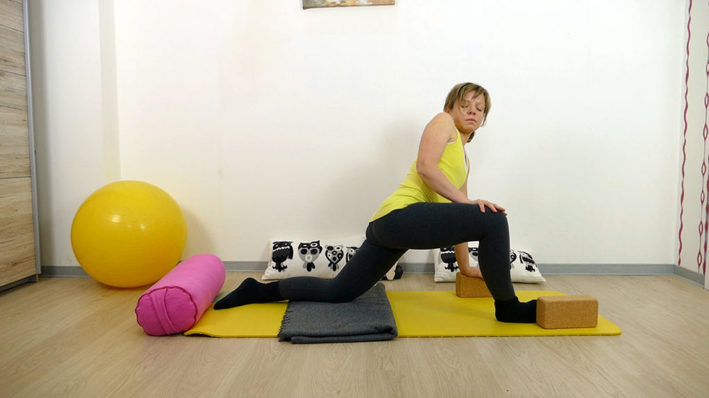 Yin Yoga für das Manipura Chakra: gedrehter Drache