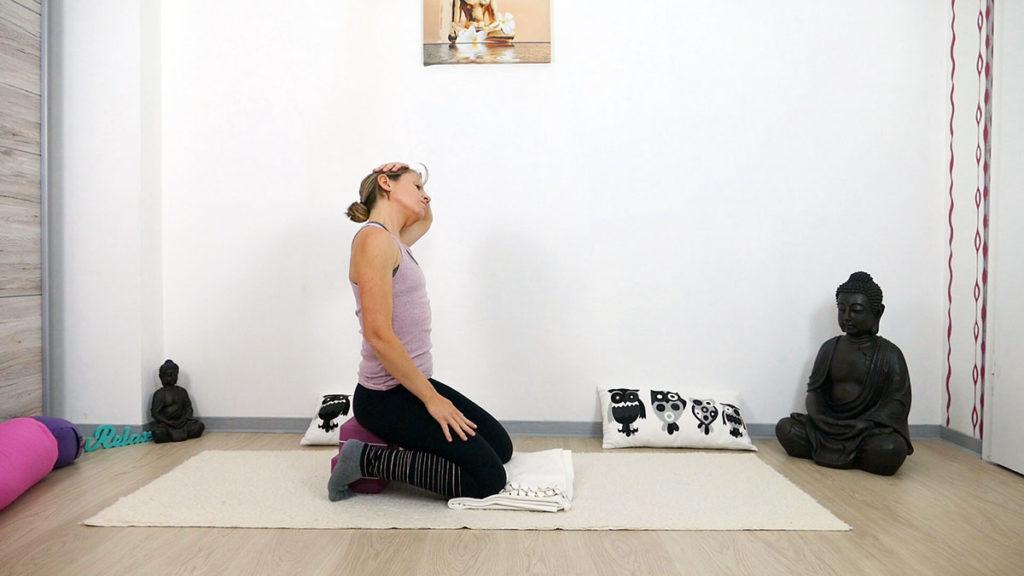 Yin Yoga am Morgen: Zehensitz mit Nackendehnung