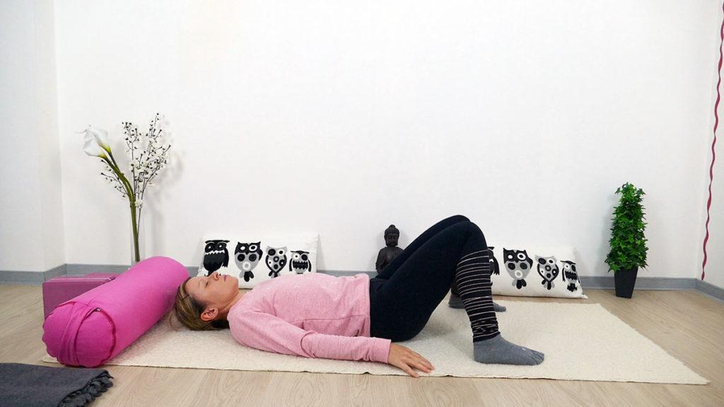 Yin Yoga für Mütter: entspannte Rückenlage