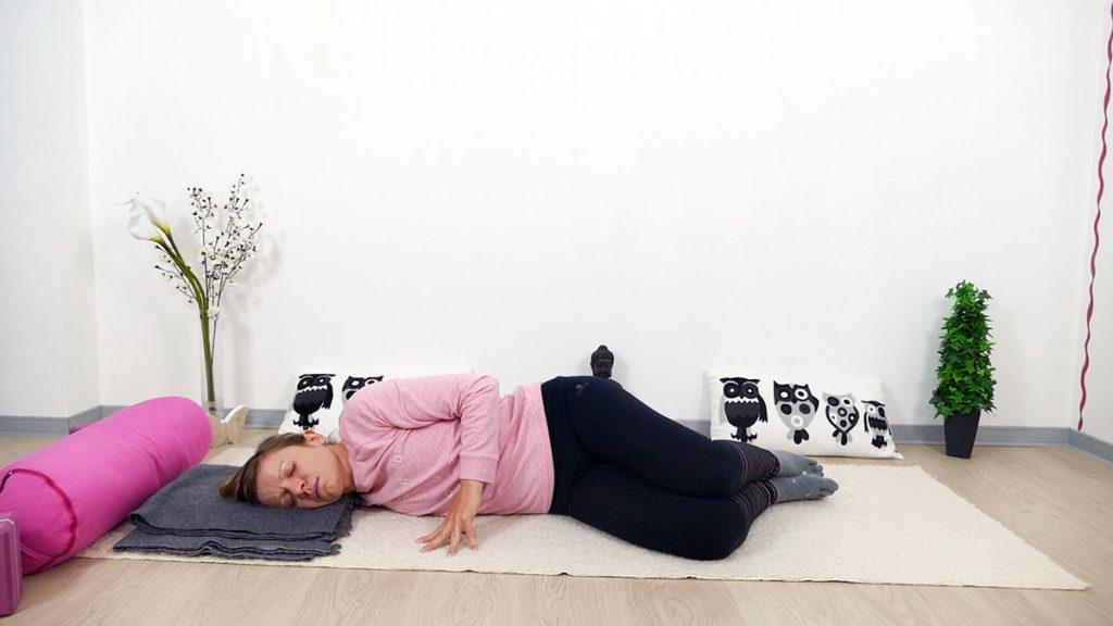 Yin Yoga für Mütter: offene flügel