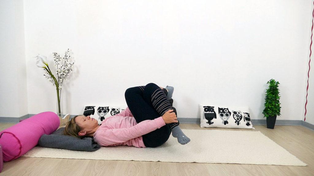 Yin Yoga für Mütter: liegender Schnürsenkel