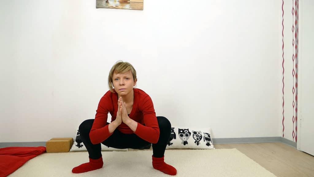 tiefe Hocke / Squat - Yin Yoga Wurzelchakra Muladhara