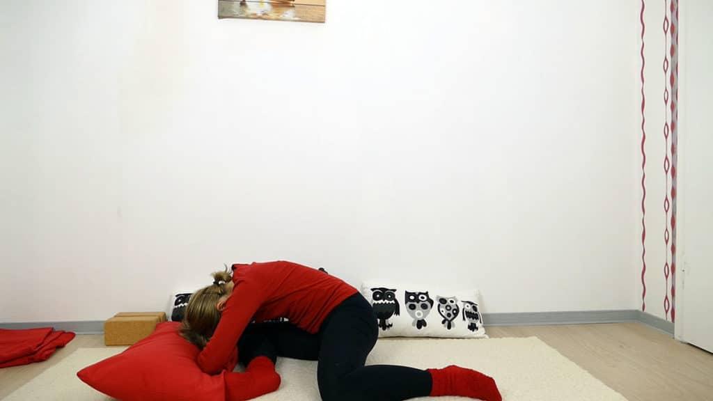 schlafendes Reh - Yin Yoga Wurzelchakra Muladhara