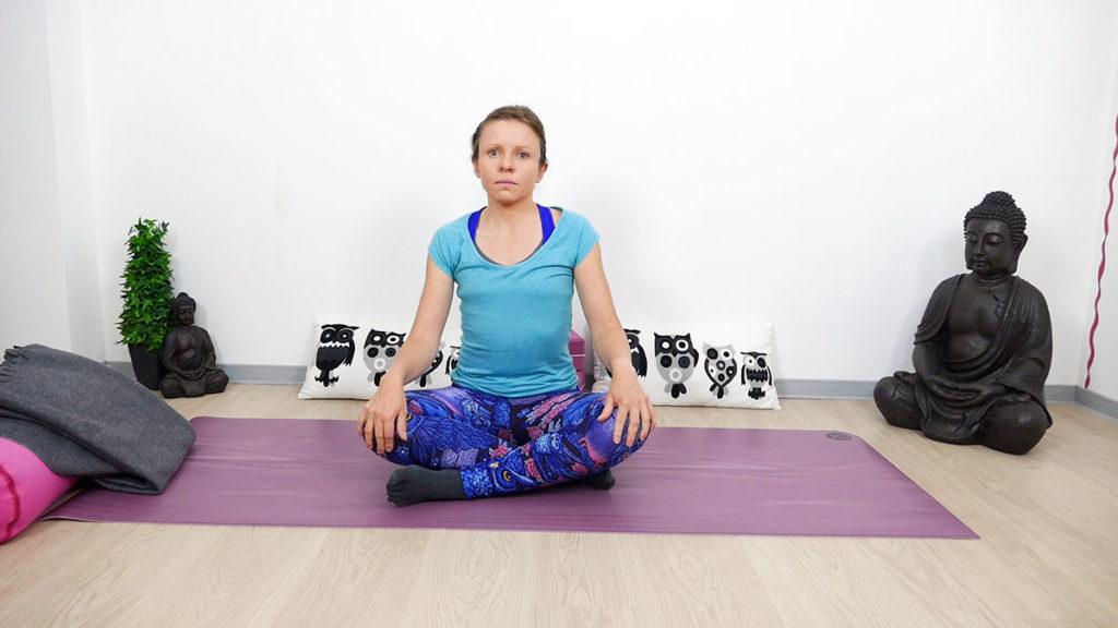 Yin Yoga für Piriformis: Schneidersitz