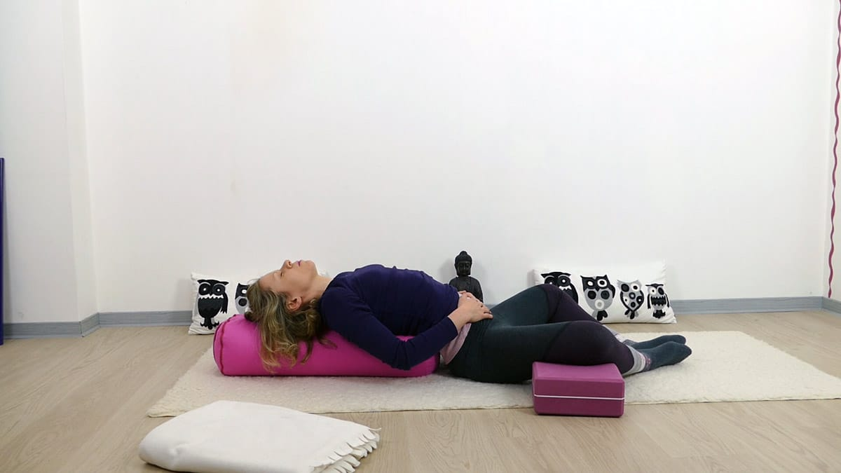 yin yoga bei pms und menstruationsbeschwerden yoga mit martina. Black Bedroom Furniture Sets. Home Design Ideas