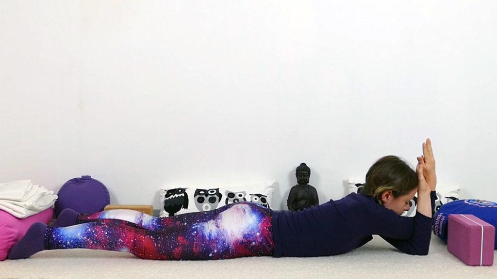 Yin Yoga Schultern & oberer Rücken - Sphinx mit Adlerarmen