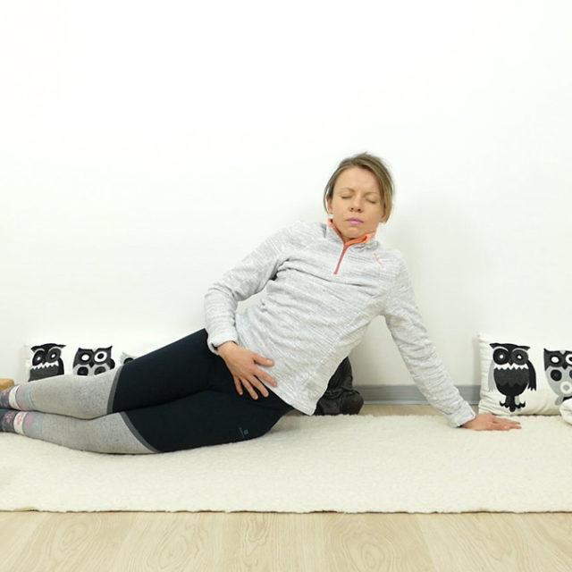 Yin Yoga für Schwangere: seitlicher Seehund