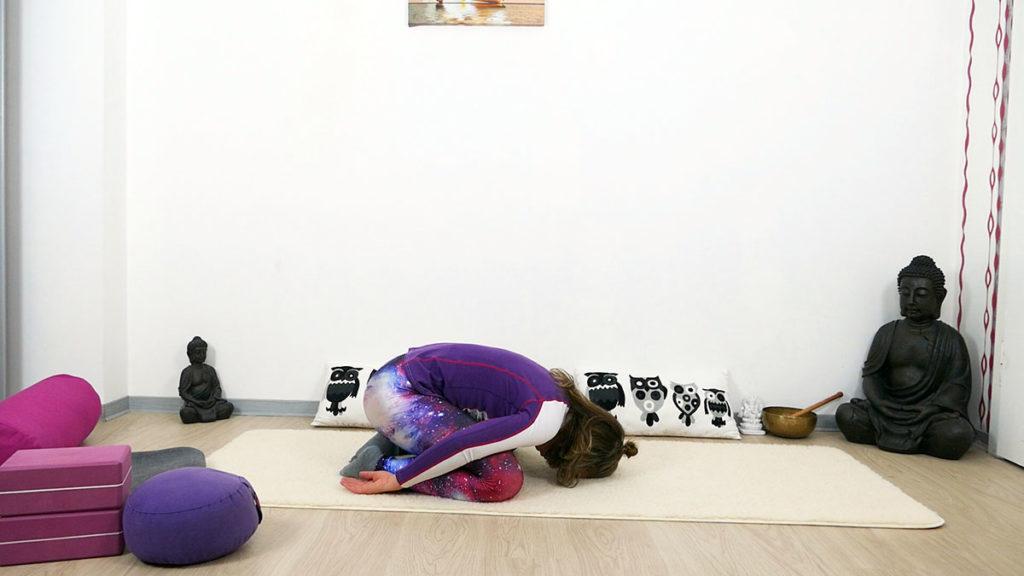 Yin Yoga Selbstliebe - Haltung des Kindes