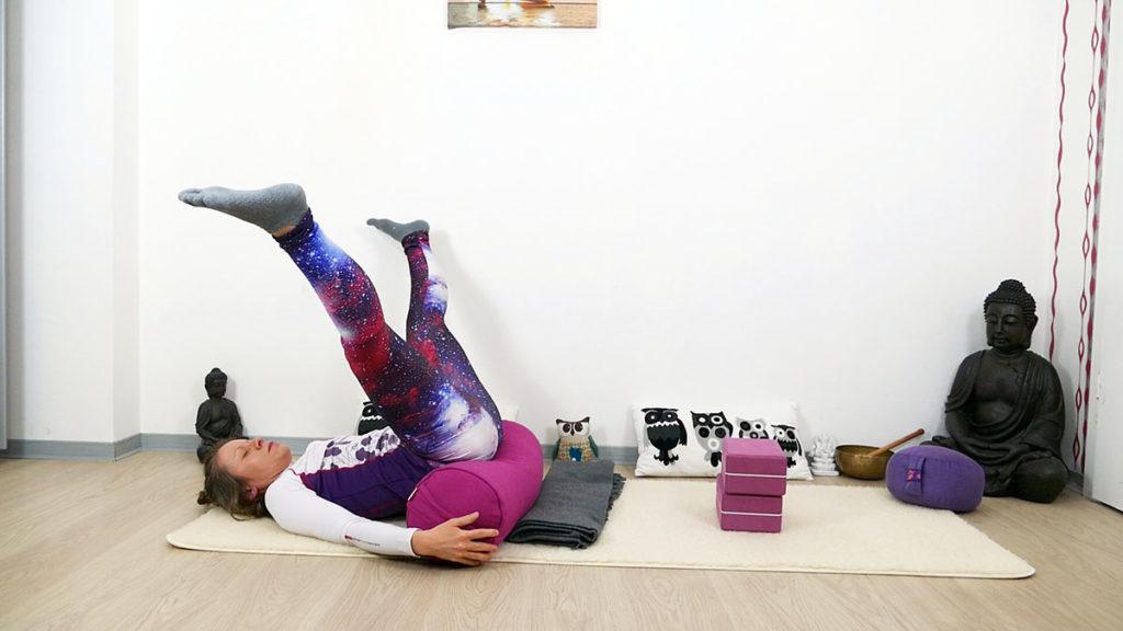 Yin Yoga Selbstliebe - liegende Libelle