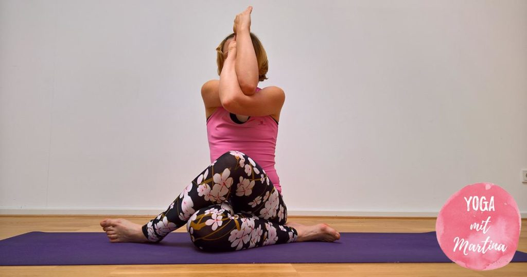 Yin Yoga Shoelace mit Adlerarmen (Garuda)