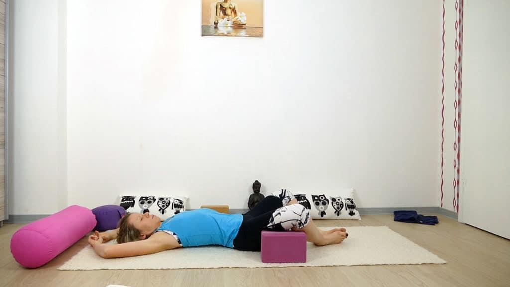 Yin Yoga bei Hitze | liegender Schmetterling