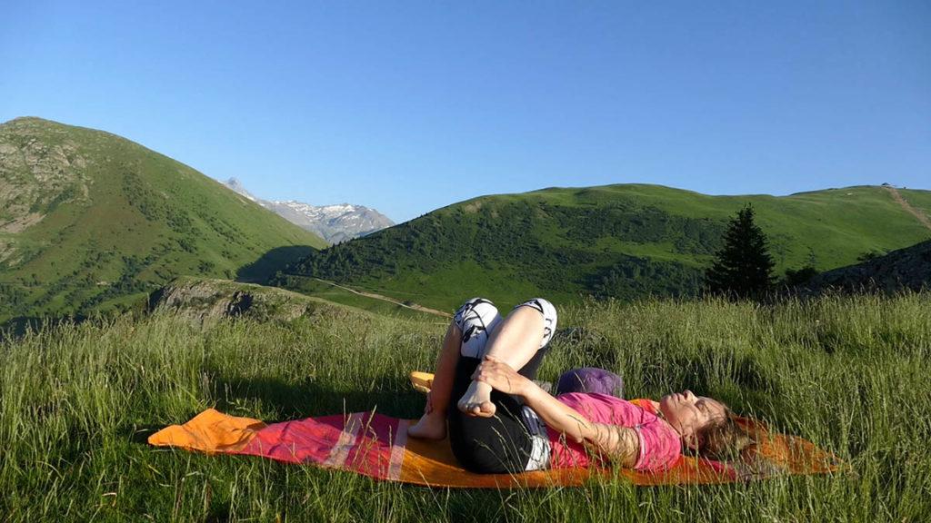 Yin Yoga für Trailrunner & Bergwanderer: liegender Schnürsenkel