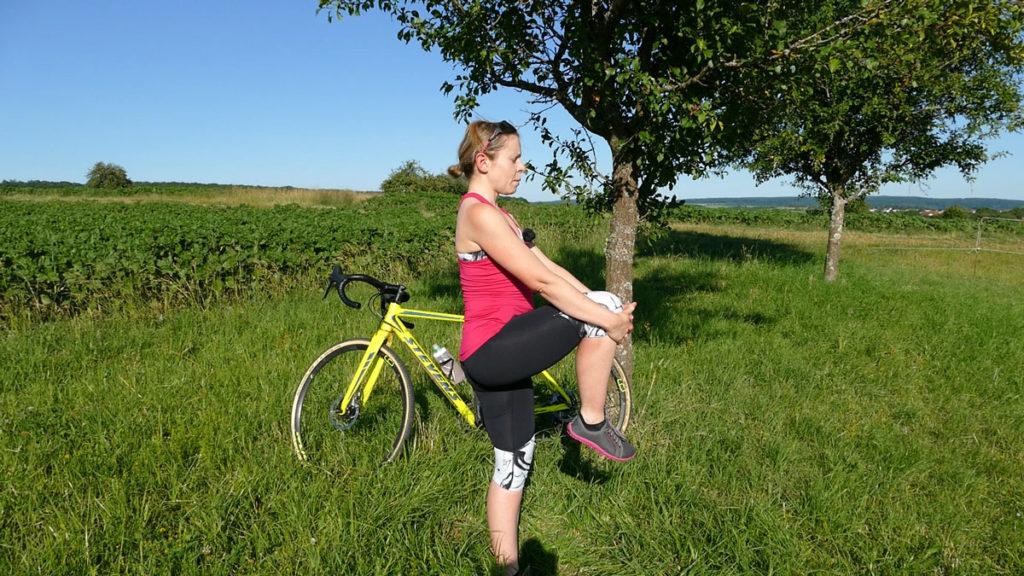 Yoga für Radfahrer Dehnen - Storch / Knie Balance