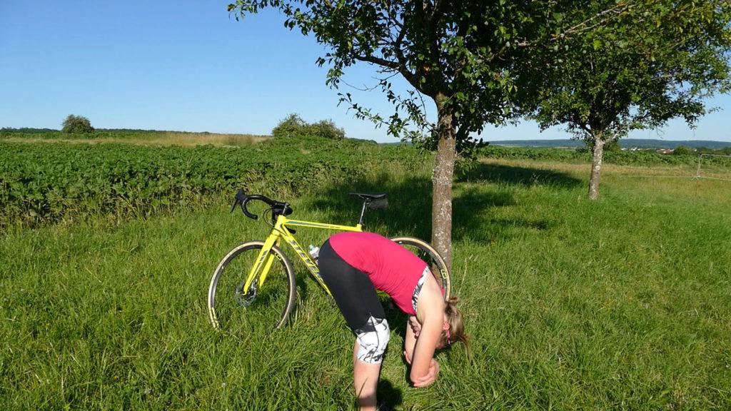 Yoga für Radfahrer Dehnen - Stehende Vorbeuge / Dangling Pose