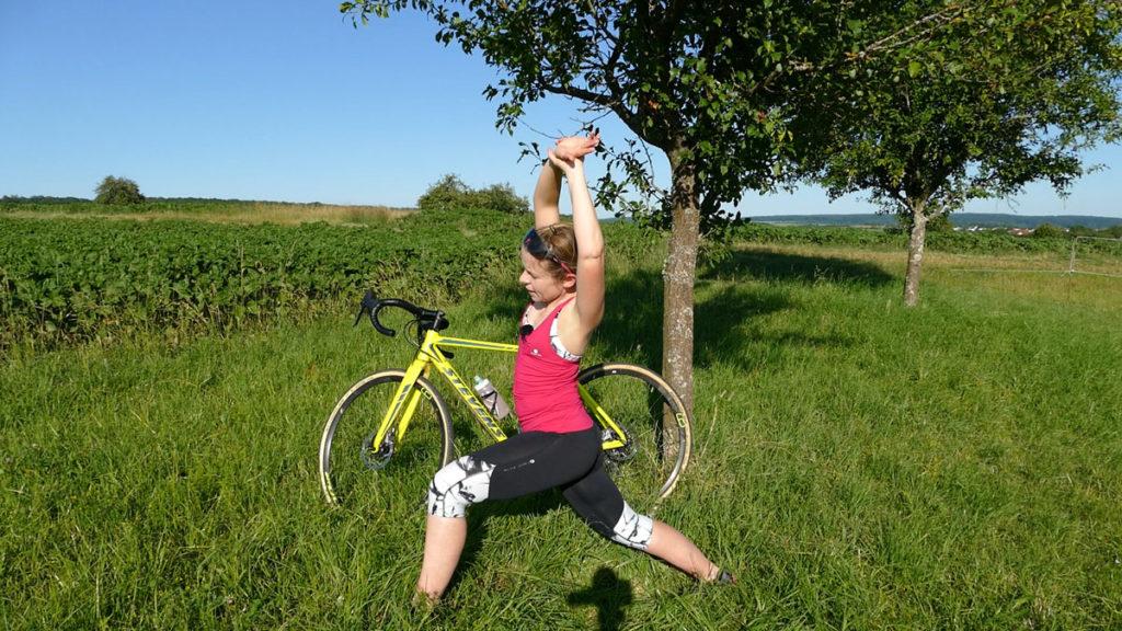 Yoga für Radfahrer Dehnen - Sprinter mit Seitneige