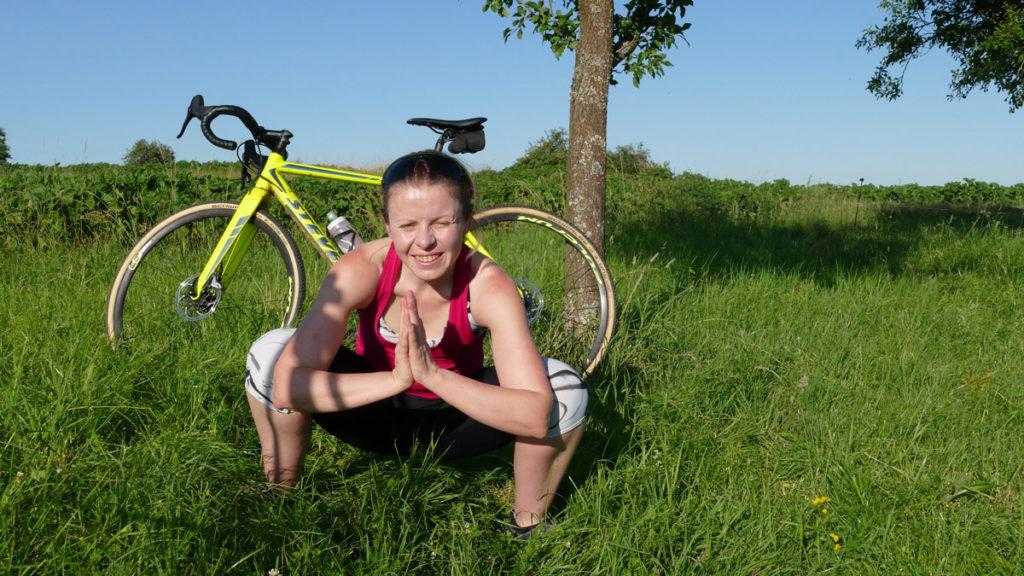 Yoga für Radfahrer Dehnübungen - Tiefe Hocke