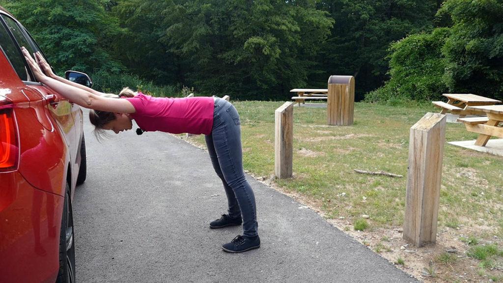 Yoga auf Reisen und langen Autofahrten - Halber herabschauender Hund